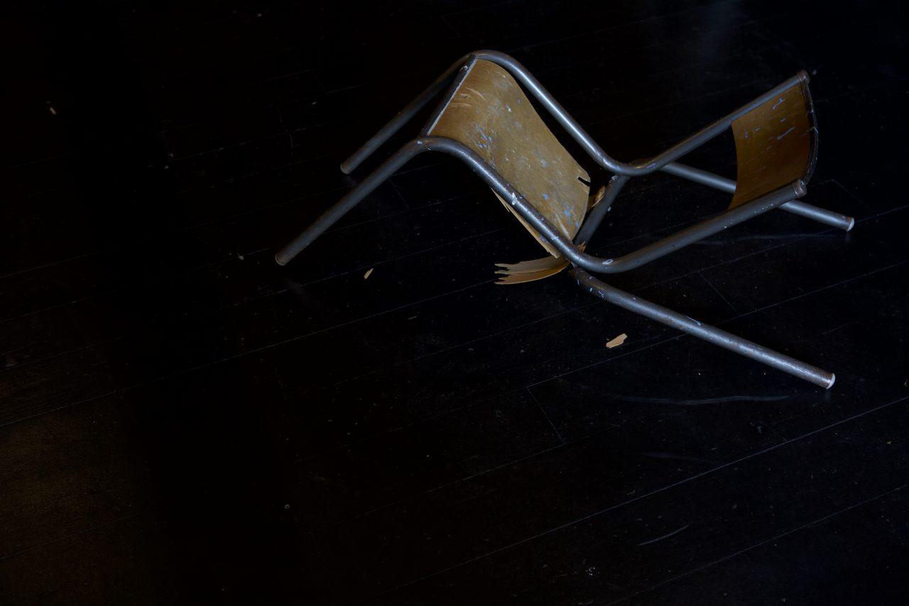 la-haine-des-chaises